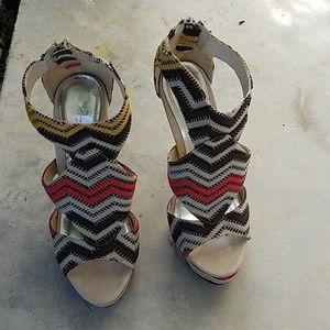 Anne Michelle retro print heels
